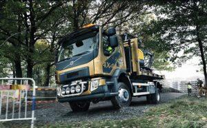 Nové Volvo FL s pohonem 4 x 4 – pro město i pro nezpevněné silnice