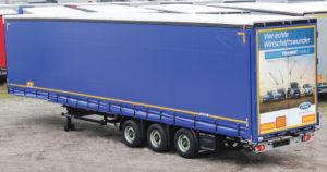 Návěsy Kögel s maximální povolenou výškou čtyři metry používané u společnosti Ford