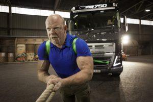 Společnost Volvo Trucks a nejsilnější muž planety spojí síly v extrémně těžké výzvě