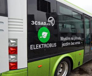 V Hranicích vzplál za jízdy elektrobus