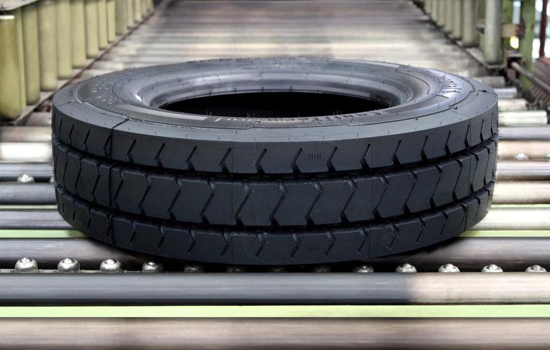 Odolná radiální pneumatika je vhodná na náročné použití v přístavech.