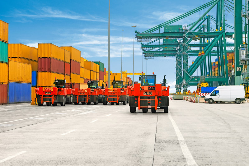 Hlavně ve velkých přístavech se často jezdí na delších trasách mezi lodí a prostorem pro skladování kontejnerů – a vozidla jsou extrémně zatížena.