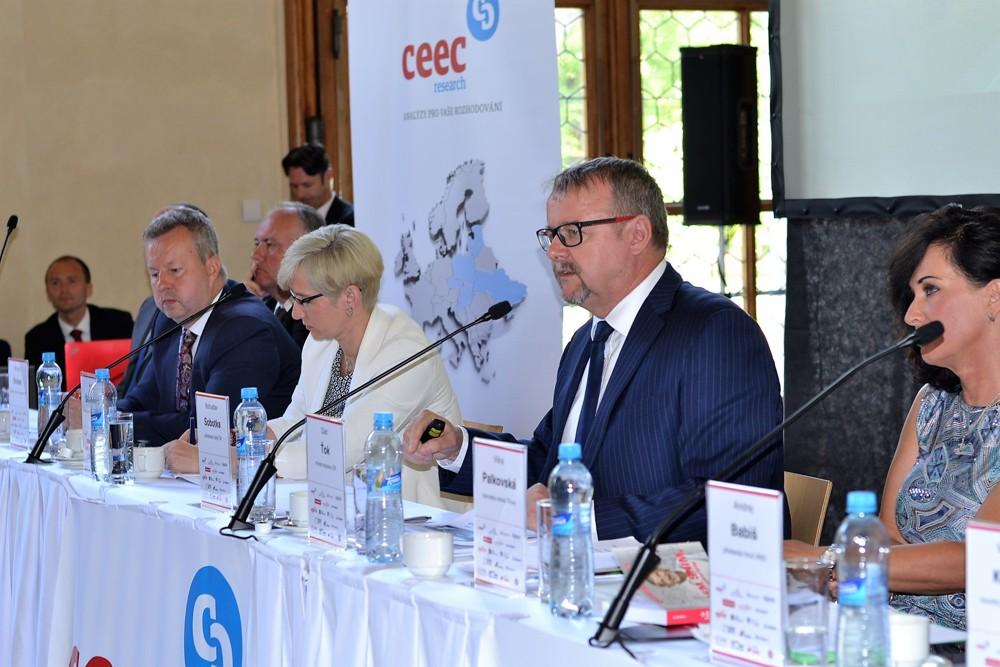 Ministr dopravy Dan Ťok při setkání lídrů českého stavebnictví na Pražském hradě
