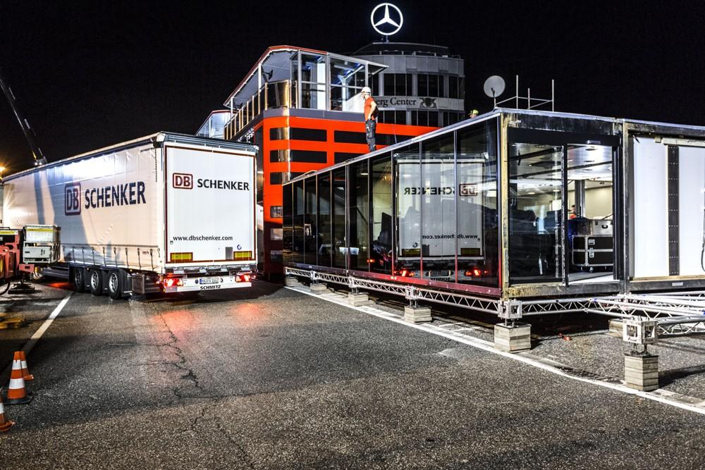 DB Schenker má na starosti má vybudování a přepravu kompletního zázemí týmu během všech evropských velkých cen