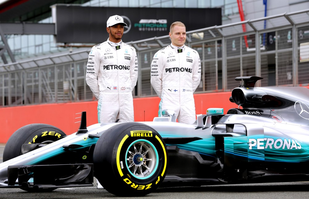DB Schenker zajišťuje hladký průběh příprav i samotného závodu, aby se mohli týmoví jezdci Lewis Hamilton a Valtteri Bottas pokaždé znovu bezstarostně postavit na start