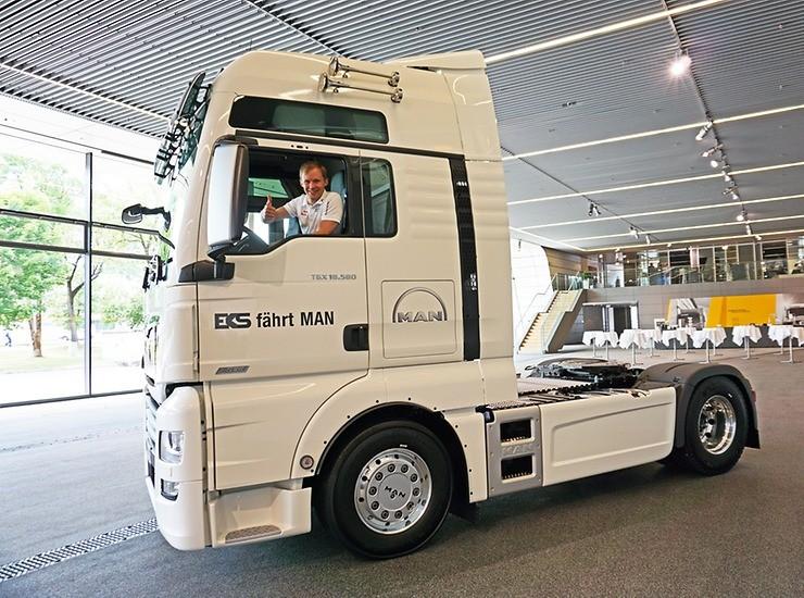 Mistr světa v rallyekrosu Mattias Ekström byl nadšen novým členem svého týmu truckem MAN TGX 18.580 XXL
