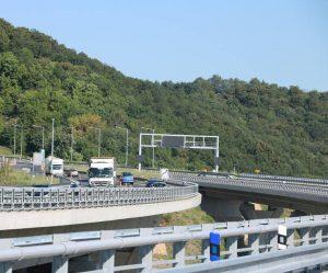 Celá Prackovická estakáda na dálnici D8 bude od konce září sloužit řidičům