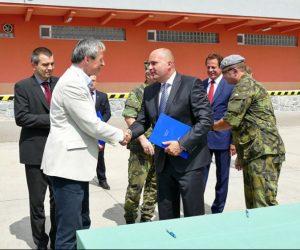 Ministr obrany symbolicky převzal nové vozy TATRA pro Armádu České republiky