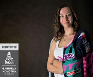 Motocyklistka Gabriela Novotná na Dakaru končí se zlomenou klíční kostí