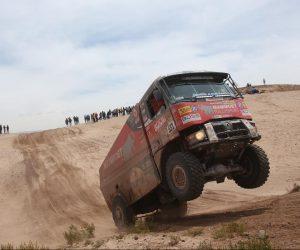 Extrémní Dakar řídí počasí, posádky se přesouvají do Salty