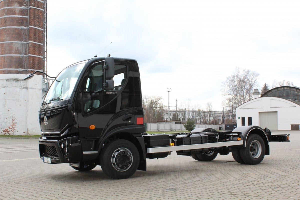 Předání vozu AVIA Initia dealerovi AUTO HELUS