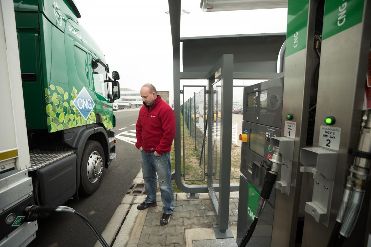 DB Schenker má v areálu svého sídla v Rudné u Prahy vlastní plnicí CNG stanici