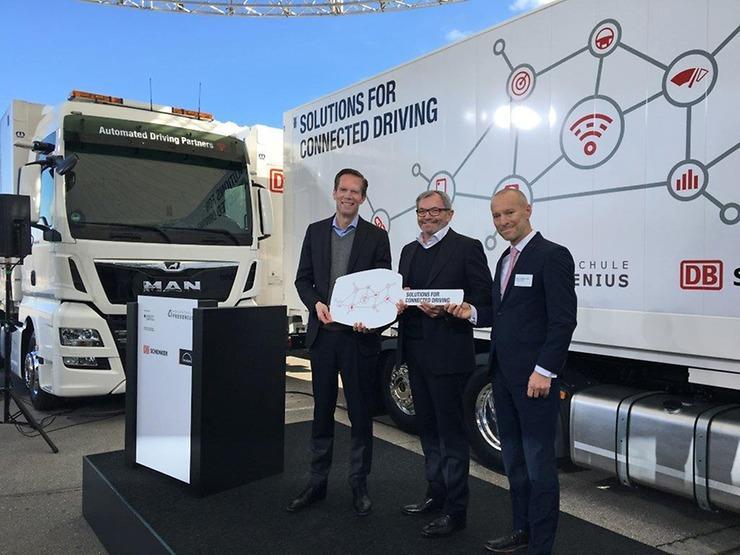 Společnost MAN ve své mnichovské centrále odevzdala pilotní vozidla do společného projektu s firmou DB Schenker a Vysokou školou Fresenius