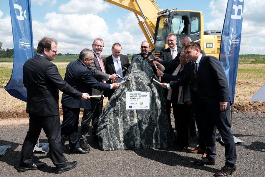 Stavba sedmi kilometrů D11 mezi Smiřicemi a Jaroměří začíná, hotová bude za tři roky