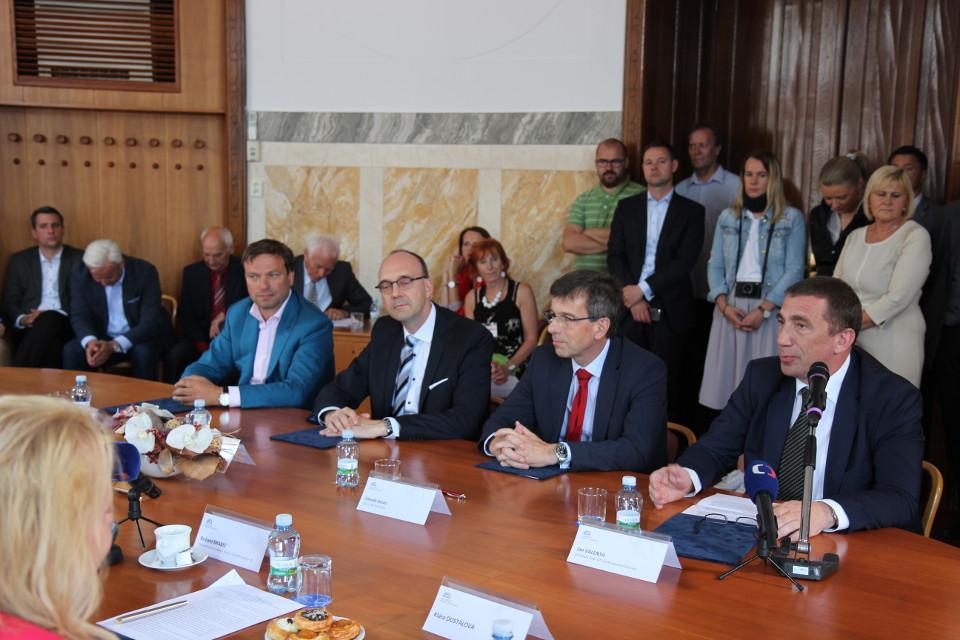 Memorandum podpoří rozvoj vozidel na CNG, stát přispěje ke snížení znečištění ovzduší