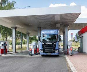 Benzina zavádí samoobslužné oboustranné tankování pro nákladní vozy