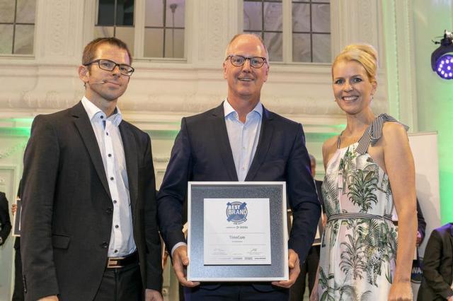 Gunnar Gburek s oceněním v kategorii Burzy nákladů od nakladatelství ETM