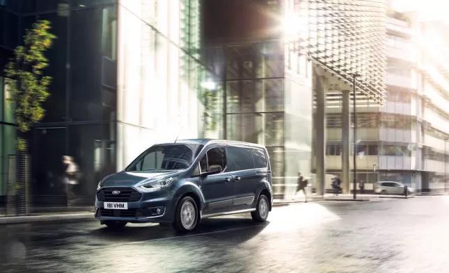 Nový Transit Connect se u prodejců Ford objeví v srpnu 2018 spolu s novým Transitem Courier