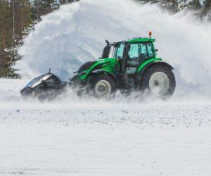 Světový rekord: Valtra bez řidiče a pneumatiky Nokian