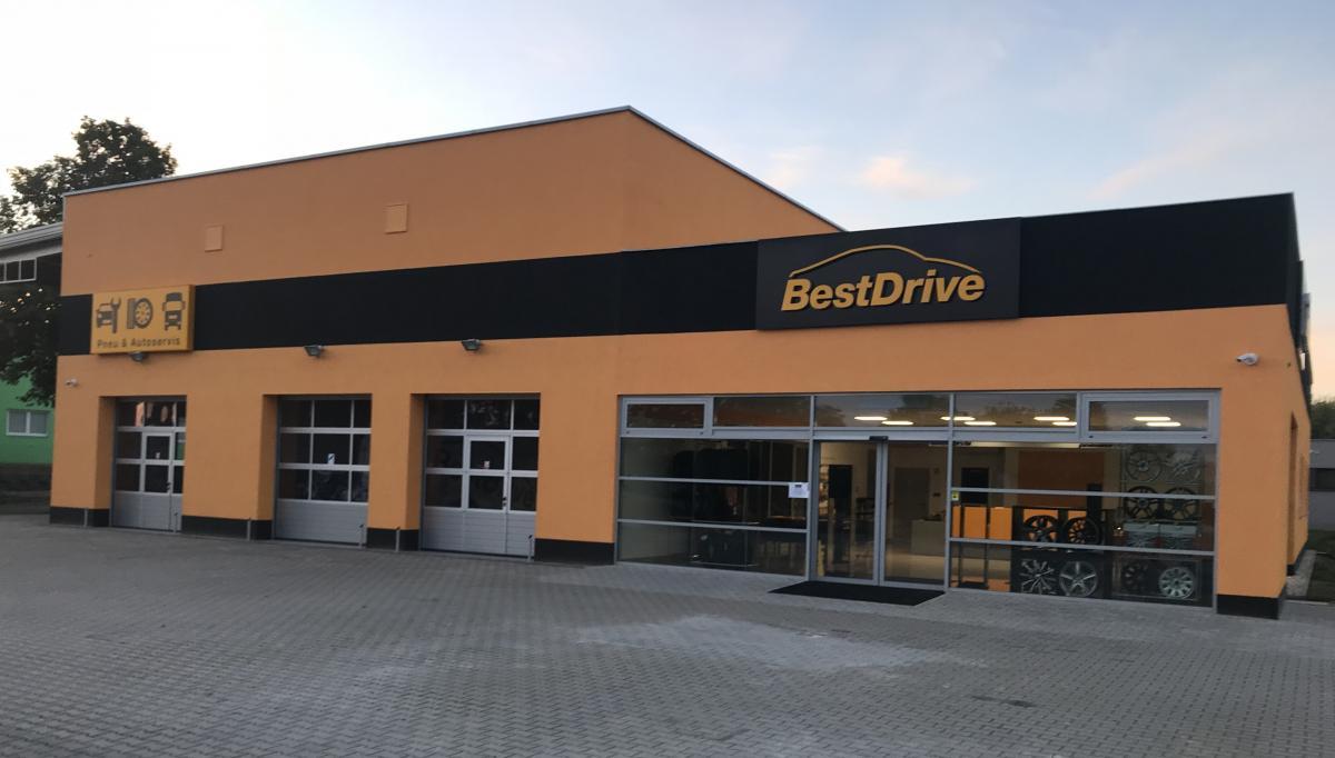 Nyní vybavení servisu pobočky v Sezimově Ústí odpovídá komplexní nabídce pneuservisních a autoservisních služeb sítě BestDrive
