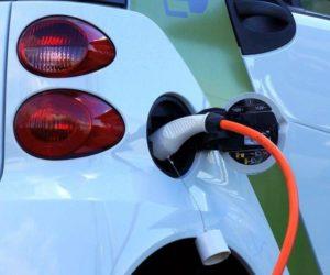 ČOI kontroluje dobíjecí stanice pro elektromobily