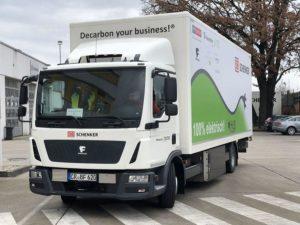 Projekt iHub používá inteligentní systém, který vyhodnocuje, kdy je efektivní použít vozidlo poháněné naftou a kdy elektřinou.