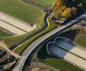 Vláda schválila miliardy na stavbu nových dálnic a železnic