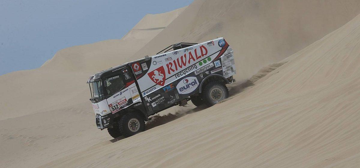 Van den Brink se skutálel z duny během 2. etapy Dakaru 2019