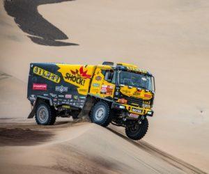 Macík kraluje semi Dakaru. Brabce nezastavil ani hrozivý pád