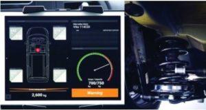 Zařízení NSK pro měření zatížení přenáší údaj o hmotnosti nákladu bezdrátově do palubního systému vozidla nebo do mobilního telefonu