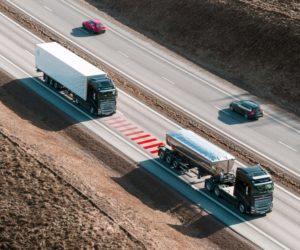 Nové řešení bezpečnosti od Volvo Trucks pomáhá řidičům udržovat bezpečnou vzdálenost mezi vozidly