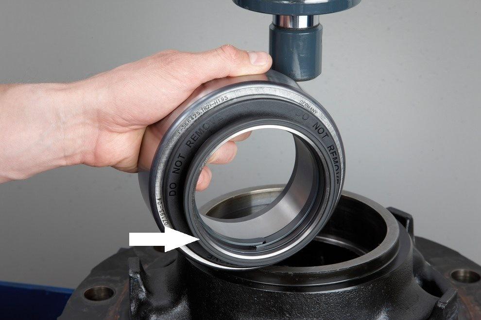 Montáž a demontáž kompaktního ložiska FAG (RIU) 12