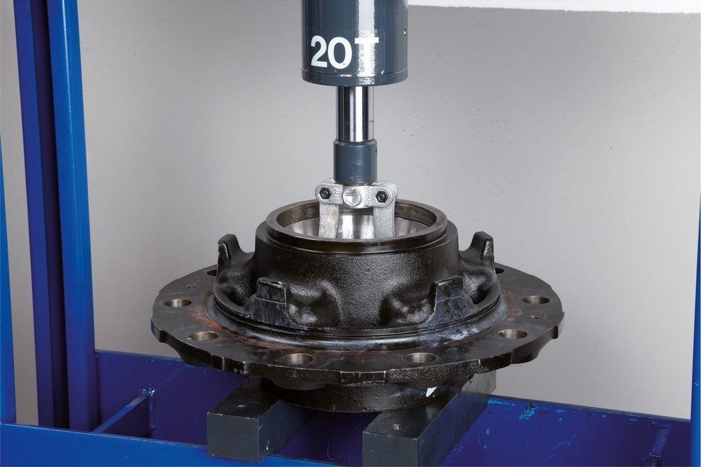 Montáž a demontáž kompaktního ložiska FAG (RIU) 5