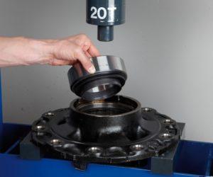 Montáž a demontáž kompaktního ložiska FAG (RIU)