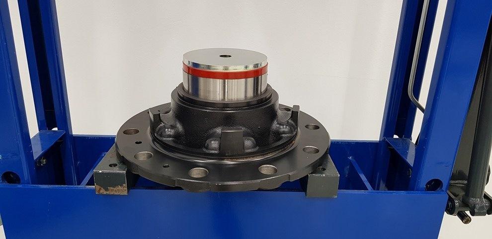 Montáž a demontáž kompaktního ložiska FAG (RIU) 9