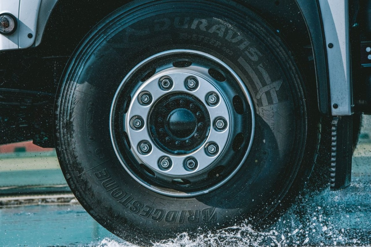 Pneumatika Bridgestone Duravis R002