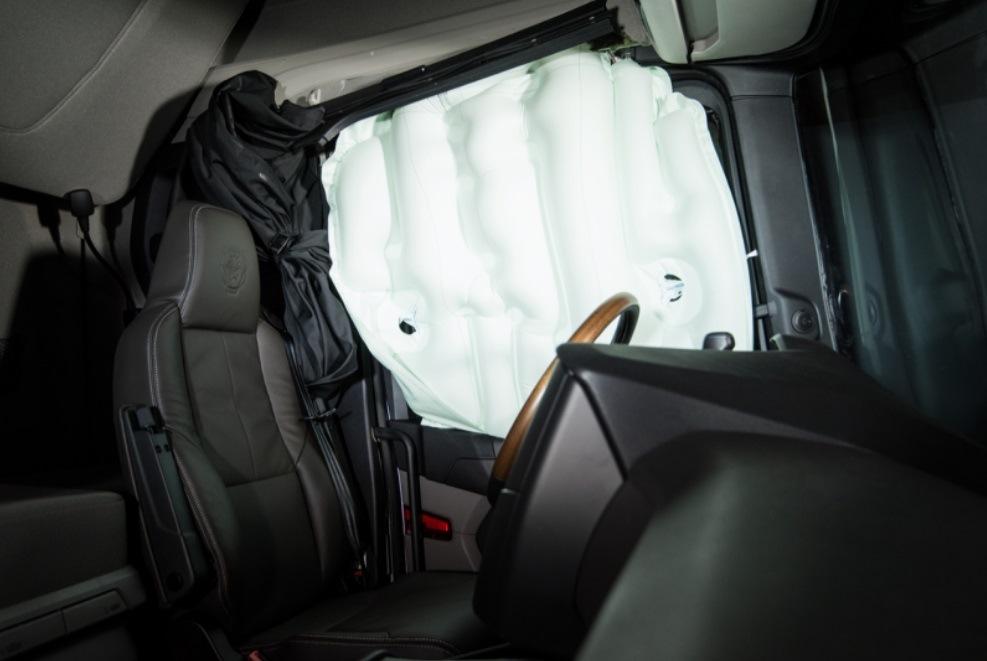 Scania - první boční airbag na světě