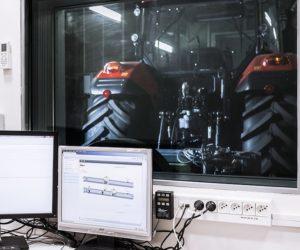 Jak se v Zetoru testují traktory v boxech PTO?