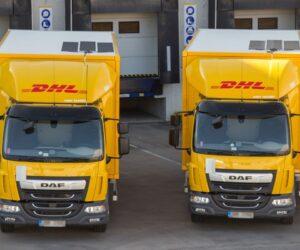 DHL Supply Chain snižuje emise z dopravy solárními panely na nákladních vozidlech