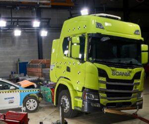 Scania prováděla nárazové testy svých elektrických nákladních vozidel
