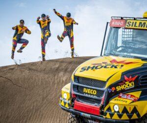 Macík, Tomášek a Švanda pokračují ve vítězném tažení Dakarem. I bez čelního skla