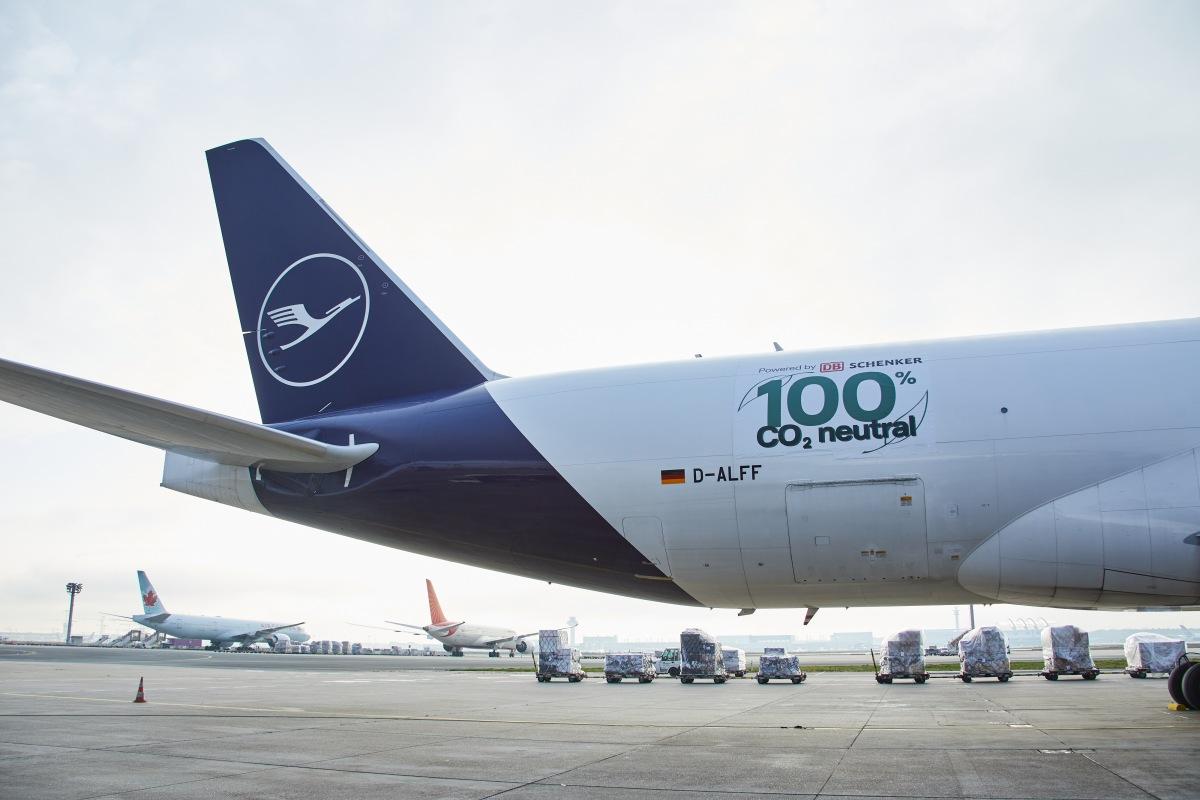DB Schenker a Lufthansa Cargo CO2 neutrální nákladní lety