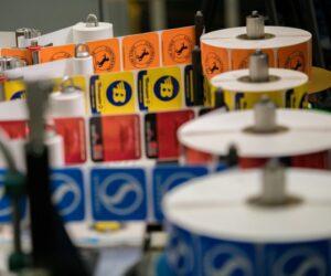 Continental omezí počet nalepovacích štítků pneumatik na polovinu