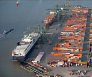 Kritická situace v čínském přístavu Yantian