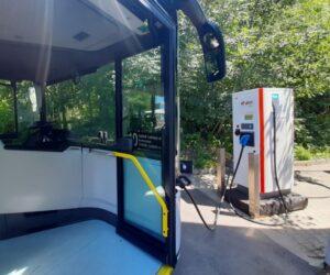 Scania spolupracuje s dalšími společnostmi na pilotním provozu plně elektrického autobusu