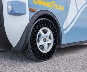 První bezvzduchové pneumatiky Goodyear na autonomním vozidle