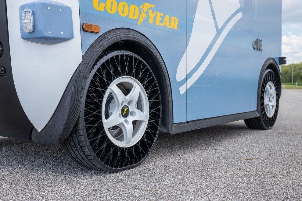 testování pneumatik Goodyear na autonomním vozidle Olli
