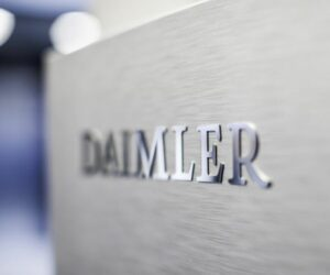 Odštěpení společnosti Daimler Truck a změna názvu firmy Daimler AG